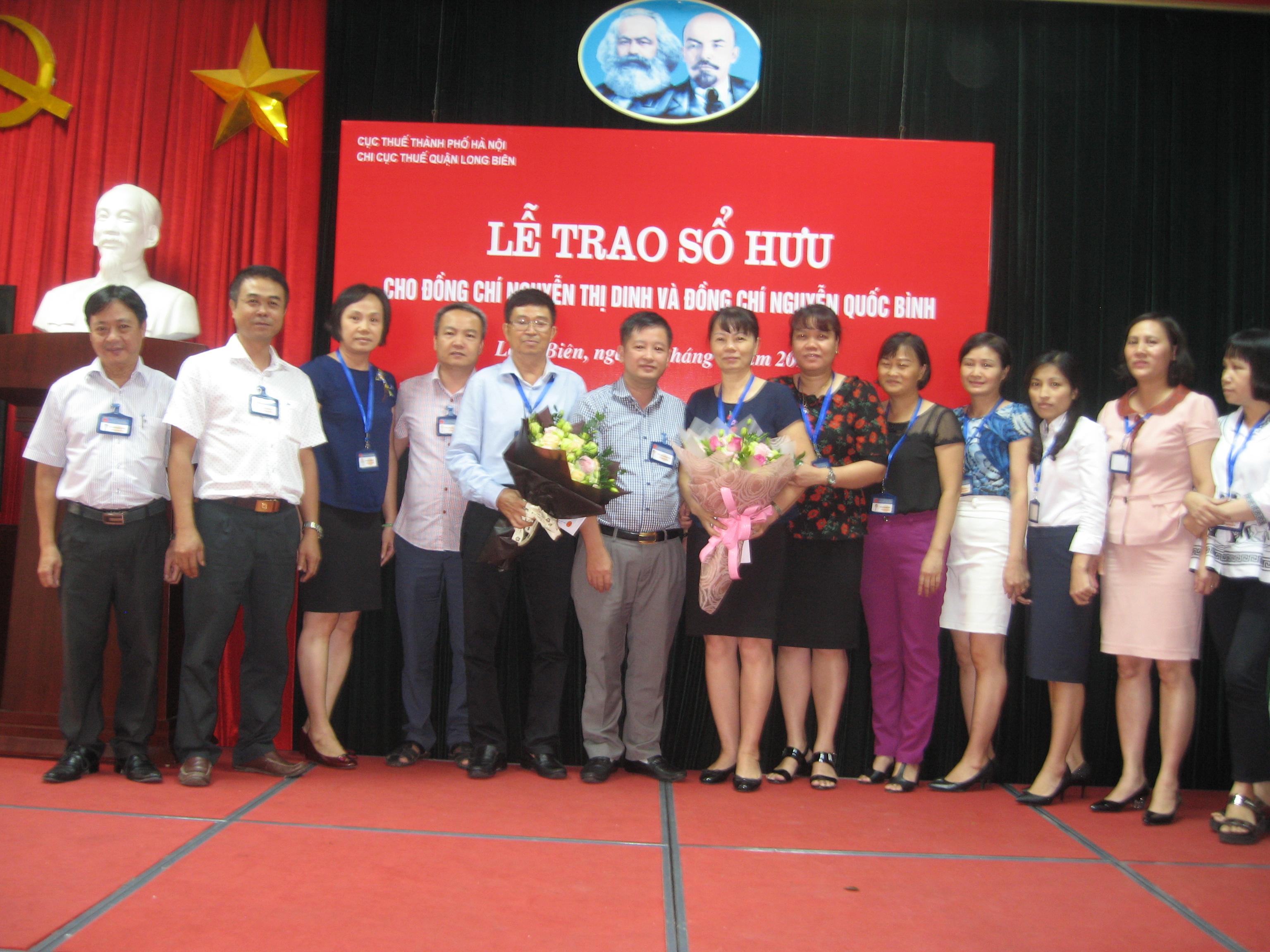 Buổi lễ trrao sổ hưu cho đc Nguyễn Thị Dinh và đc Nguyễn Quốc Bình .JPG