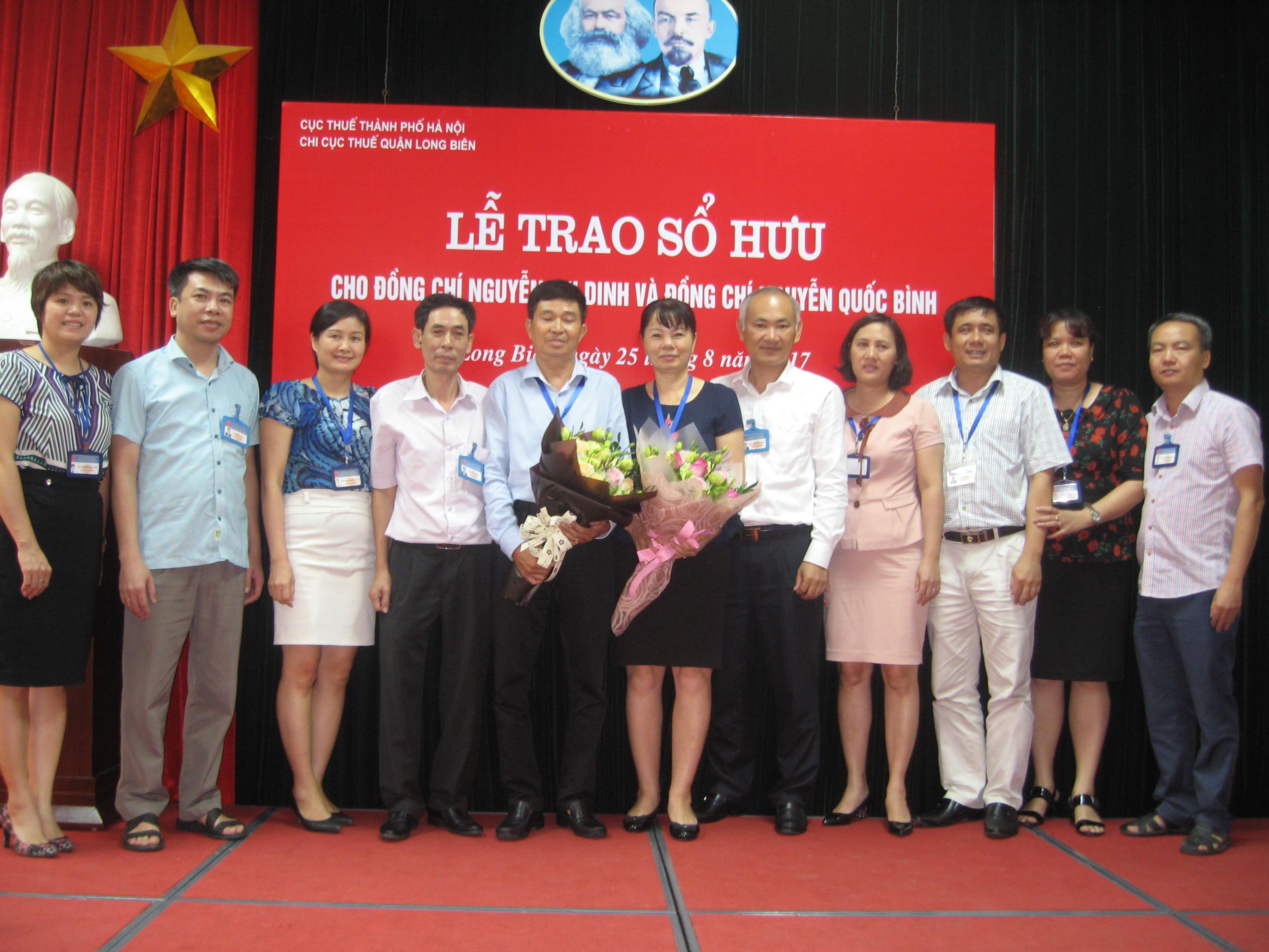 Buổi lễ trrao sổ hưu cho đc Nguyễn Thị Dinh và đc Nguyễn Quốc Bình.JPG